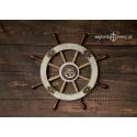 Duże drewniane koło sterowe