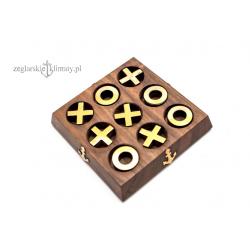 Kółko i krzyżyk na drewnianej podstawie