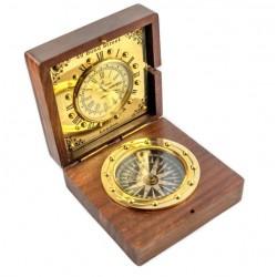 Kompas i mosiężny zegar w pudełku